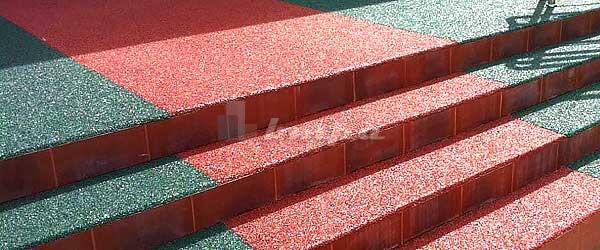 Покрытие из резиновой крошки на ступенях