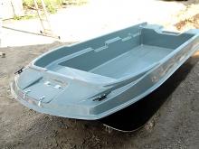 Пласитковая лодка с рундуками