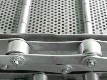 Промышленная пластинчатая роликовая цепь в транспортере