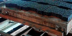Прессование резиновой плитки в формах